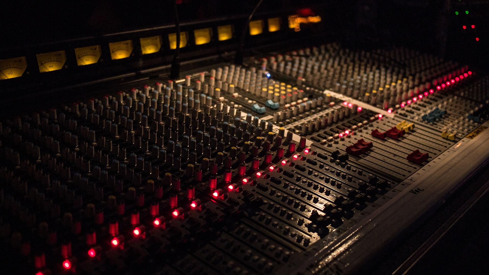 mixer-827528_1920